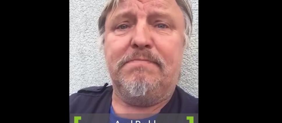 Schauspieler Axel Prahl in der Videokampagne von realTV